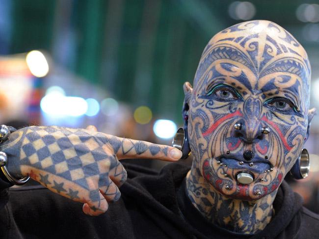 Люди в татуировках и пирсинге 86